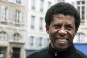 Dany-Laferriere-Immortel-il-faut-que-tu-fasses-la-vaisselle-!_article_main