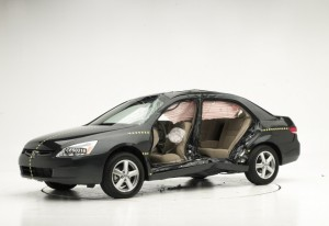 HONDA-ACCORD-2004-AIRBAG-TEST-IIHS-660x454
